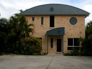 Beach House Redcliffe - Hotel Accommodation