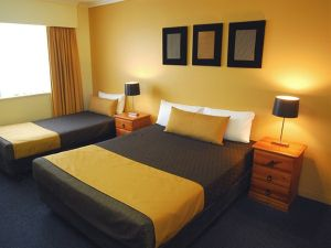 Mt Ommaney Hotel Apartments - Hotel Accommodation