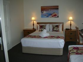Palm View Holiday Apartments - Hotel Accommodation