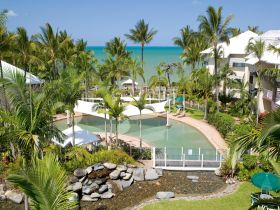 Coral Sands Beachfront Resort - Hotel Accommodation