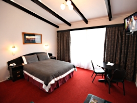 Fox and Hounds Inn - Hotel Accommodation