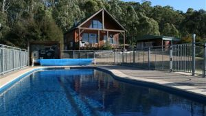 Karoonda Olive Grove Retreat at Mt Buffalo Olives - Hotel Accommodation