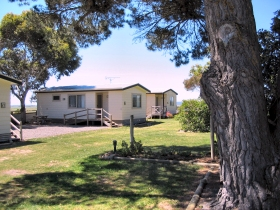 Hillview Caravan Park - Hotel Accommodation