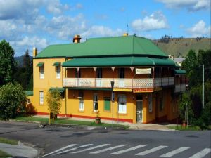 Settlers Arms Hotel - Hotel Accommodation