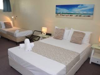 Chaparral Motel - Hotel Accommodation