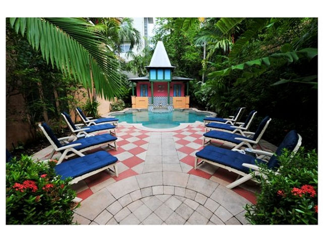 Martinique on Macrossan - Hotel Accommodation