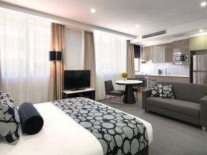 Meriton Serviced Apartments - North Ryde - Hotel Accommodation