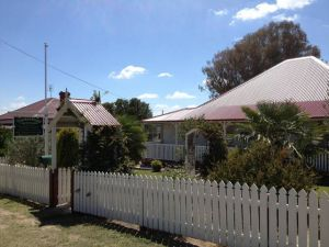 Tenterfield Luxury Historic c1895 Cottage - Hotel Accommodation