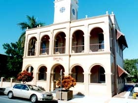 Mackay Town Hall - Hotel Accommodation