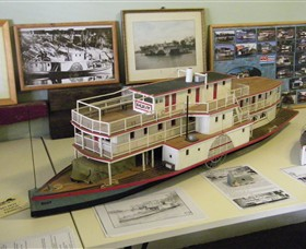 Wentworth Model Paddlesteamer Display - Hotel Accommodation