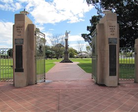 Goondiwindi War Memorial - Hotel Accommodation