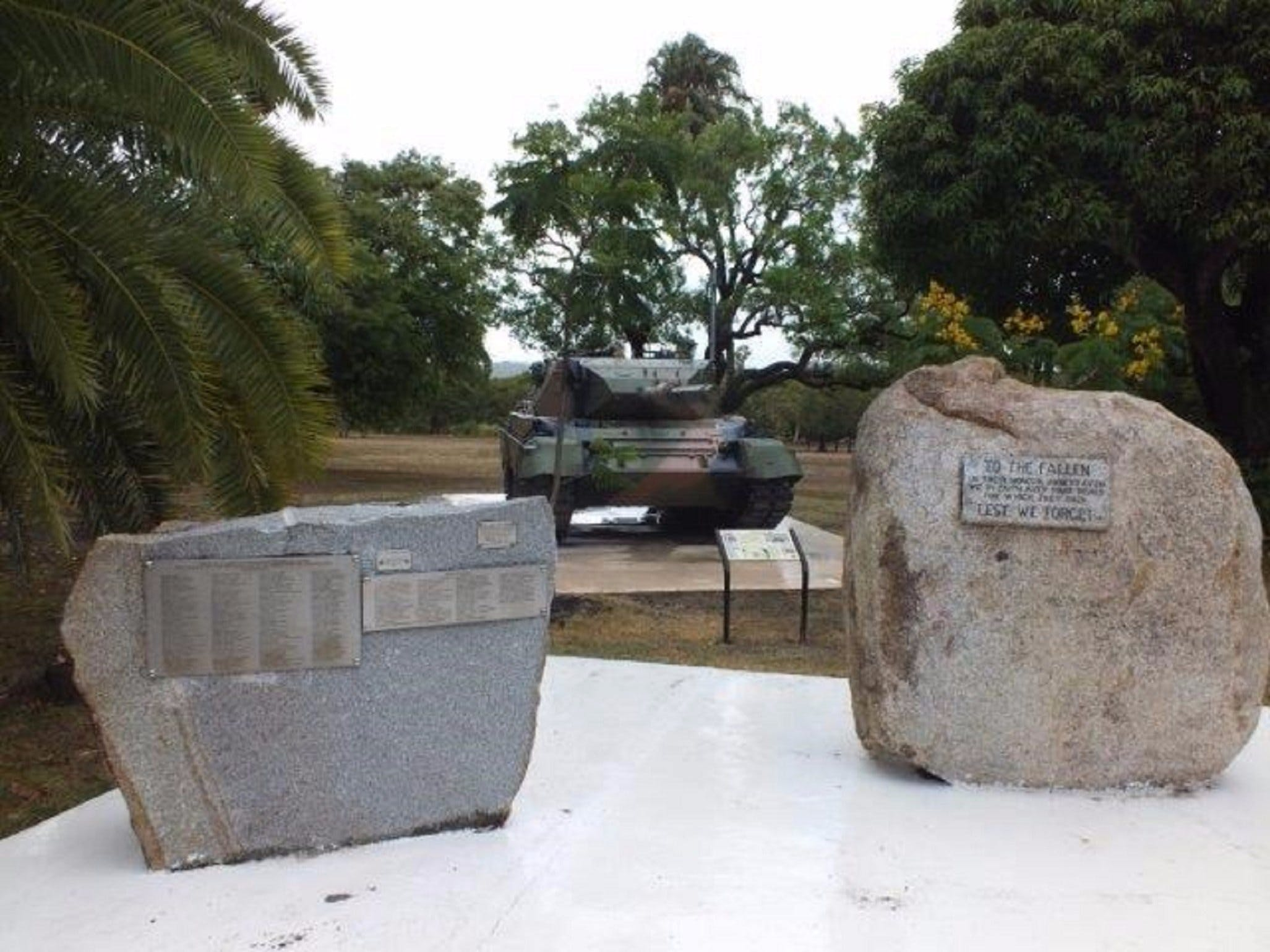 Cooktown War Memorial - Hotel Accommodation