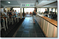 Bateau Bay Hotel - Hotel Accommodation