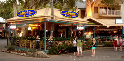 Apres Beach Bar  Grill - Palm Cove - Hotel Accommodation