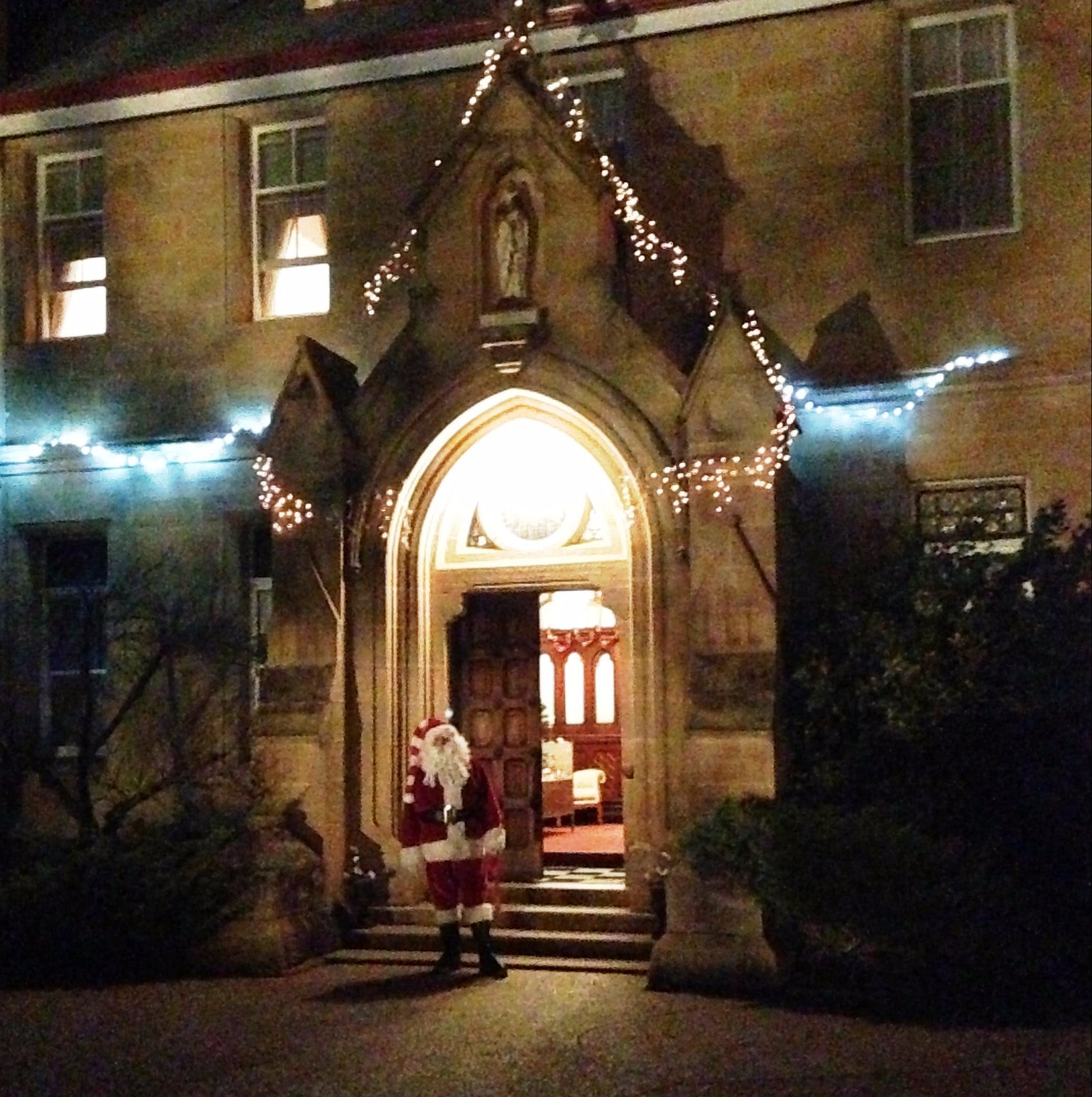 Abbey of the Roses - Christmas in July - Hotel Accommodation