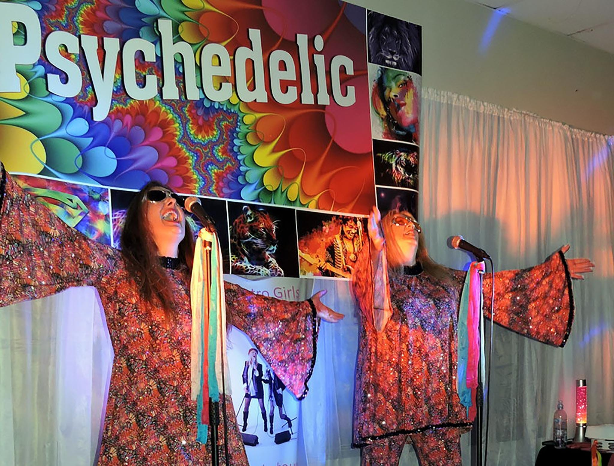 Psychedelic 70s Show The Retro Girls - Hotel Accommodation