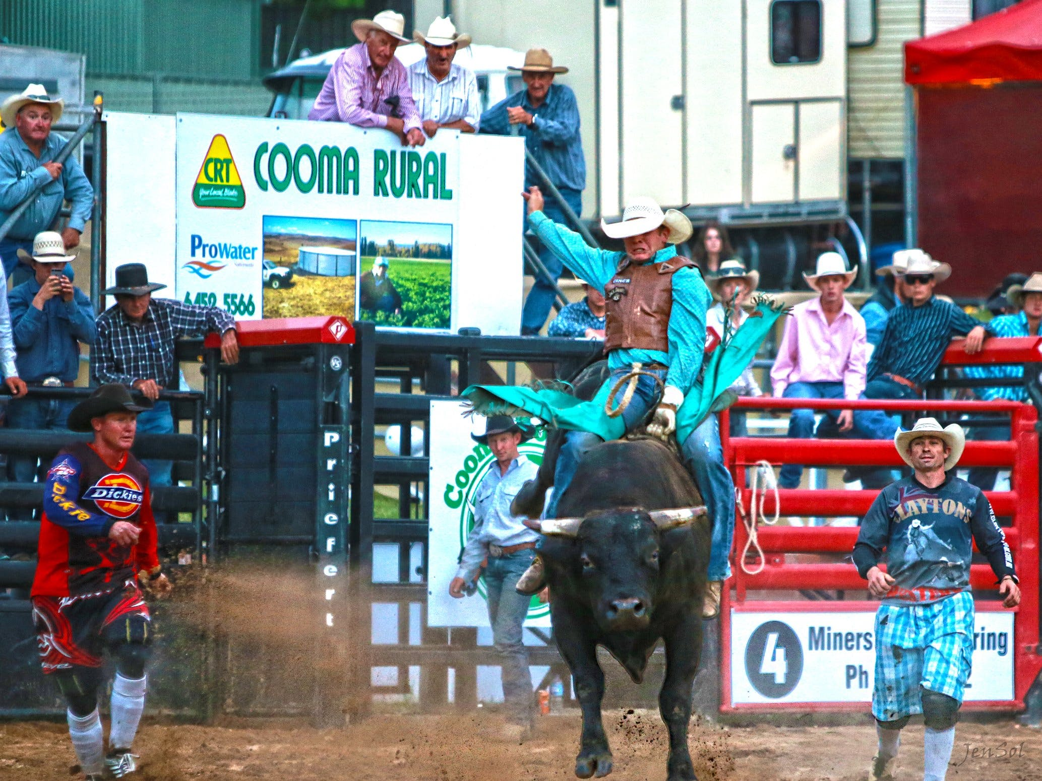 AgriWest Cooma Rodeo - Hotel Accommodation