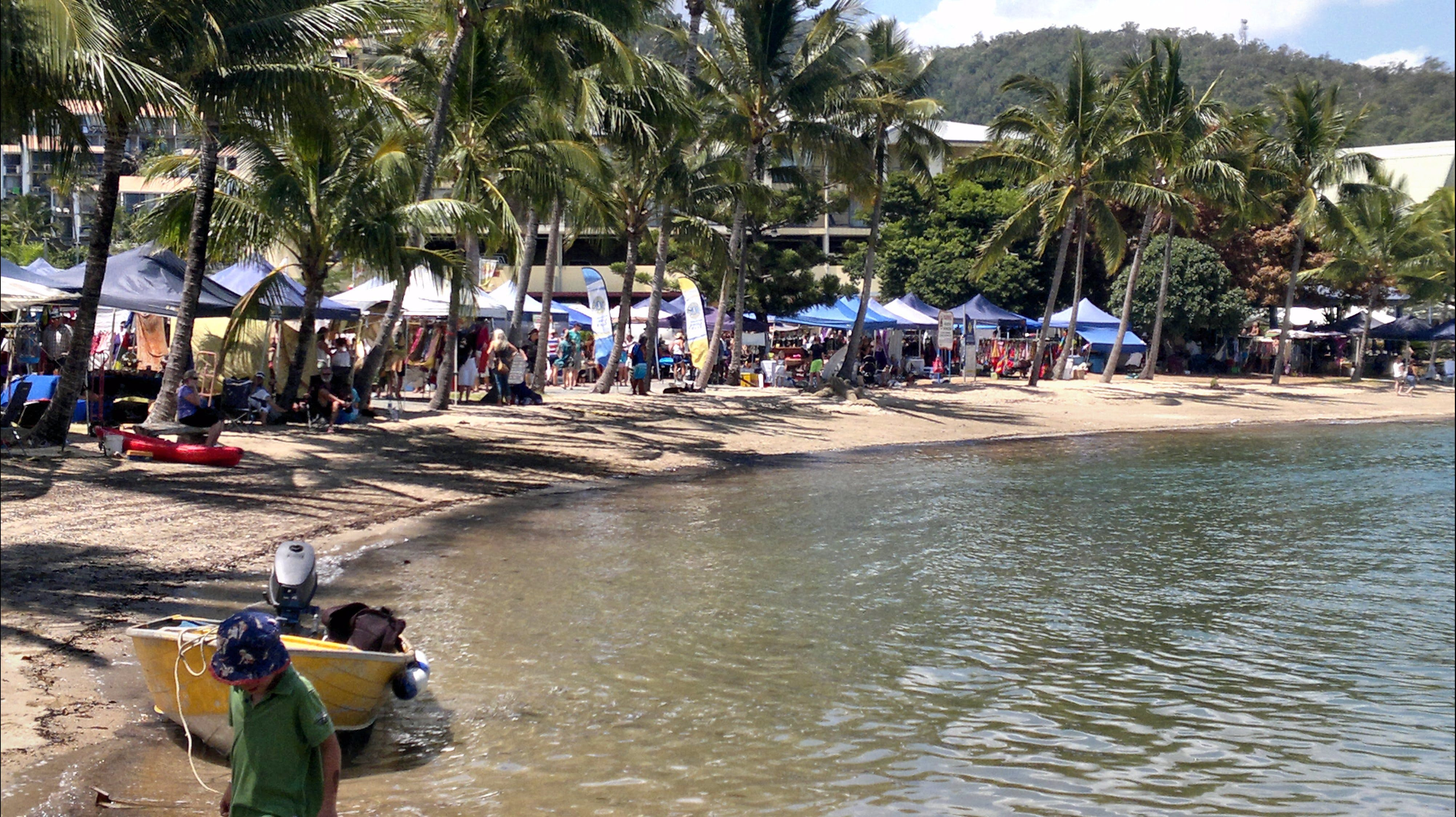 Lions Airlie Beach Community Markets - Hotel Accommodation