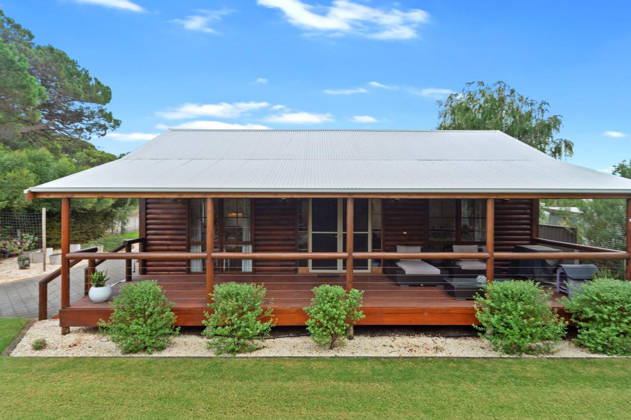 The Log Cabin - 47 Jetty Road Normanville