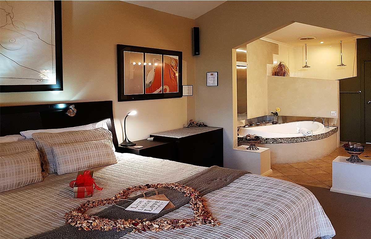 Romantic Getaways at Riverview Rise Retreats - Hotel Accommodation