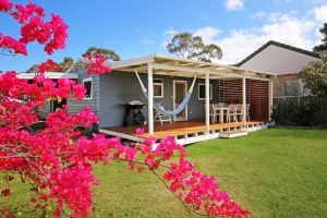 Hayes Beach House - Jervis Bay - Pet Friendly - Hotel Accommodation