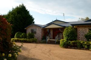 Brick Creek House - Hotel Accommodation