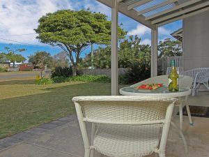 Callala Beach Cottage - charm and character - Hotel Accommodation