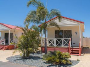 Outback Oasis Caravan Park - Hotel Accommodation