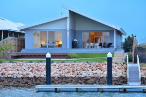 The Carnarvon Luxury Canal Home - Hotel Accommodation