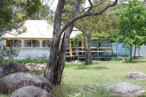Twisted Gum Vineyard Cottage - Hotel Accommodation