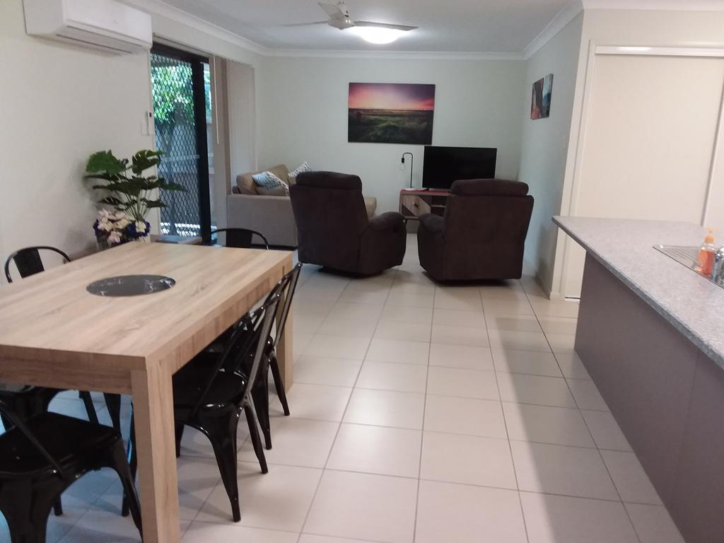 Waratah and Wattle Apartments - Hotel Accommodation