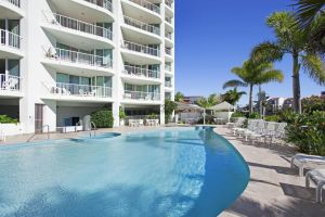 Crystal Bay On The Broadwater - Hotel Accommodation