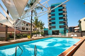 Aqualine Apartments On The Broadwater - Hotel Accommodation